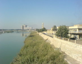 Tower_clock_of_the_qishla_of_Baghdad-300x225
