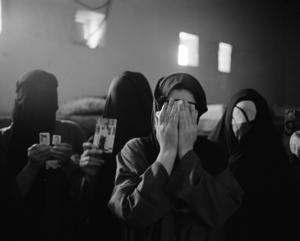 عن منظمة مراقبة حقوق الانسان -محتجزات في سجن الكاظمية - عام 2006