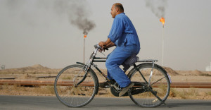 Iraq-worker-bicycle-900