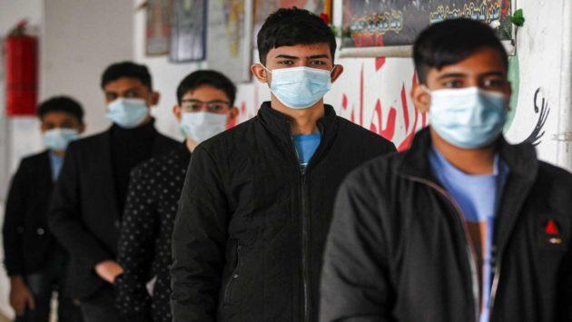 العراق يغلق الحدود البرية والمطاعم بإجراءات جديدة لمكافحة الفيروسات كما تمنع الحكومة العراقية الفيدرالية المسافرين من المملكة المتحدة وإيران وعدة دول أخرى